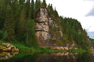 Береговые скалы на р.Вишера