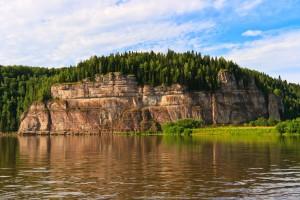 Скала Говорливый камень (высота 60м)