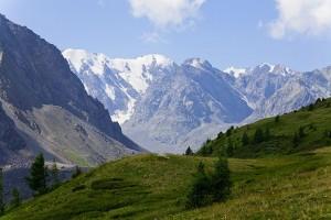 Горные вершины Алтая.