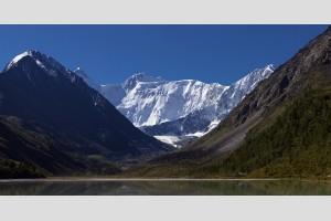 гора Белуха от озера Акеем