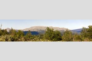 Вид на гору Мартай (1130м) с горы Чувал