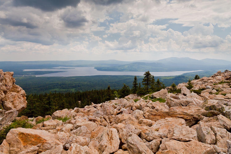 Вид с горы Зюраткуль на оз.Зюраткуль